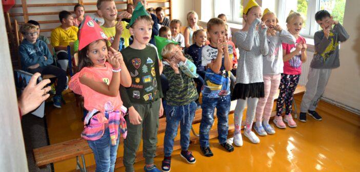 Z wizytą w szkole w Szarłacie
